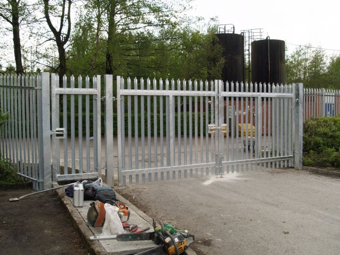 Metal Security Palisade Fencing Bolton Bury Manchester Uk